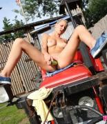pinkyjune-tractor-15